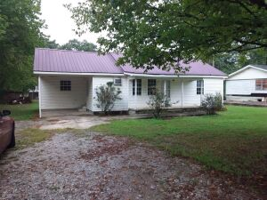 3-Bedroom House & Lot In Elkmont