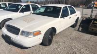 011560 - 2002 FORD CROWN VIC  VIN# 2FAFP71W72X142289