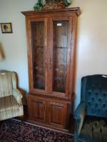 WOODEN GUN CABINET W/ ETCHED GLASS (CRACKED)