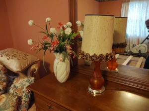 TABLE LAMP & VASE