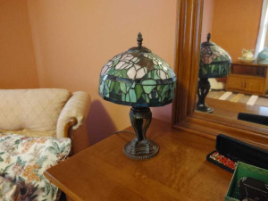 TIFFANY STYLE VINTAGE TULIP STAINED GLASS DESK LAMP