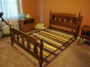 FULL SIZE WOODEN BED