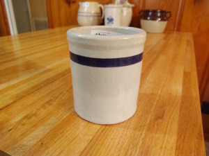 POTTERY UTENSIL HOLDER