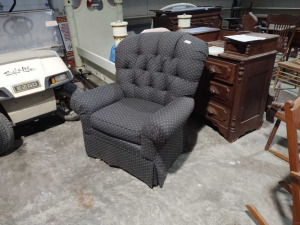 BROYHILL ARM CHAIR