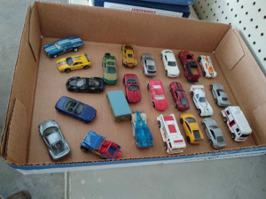 ASSORTMENT OF MATCHBOX CARS