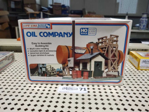 (NIB) HO SCALE OIL COMPANY BY LIFE-LIKE