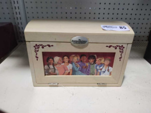 VINTAGE AMERICAN GIRLS DOLL JEWELRY BOX