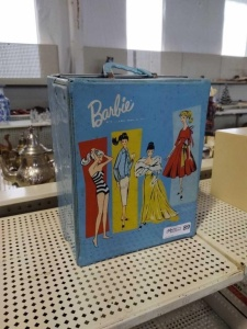 VINTAGE BARBIE CARRYING CASE W/ DOLLS