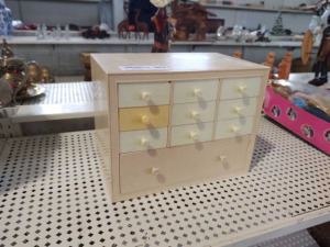 VINTAGE BARBIE DRESSER W/ ACCESSORIES