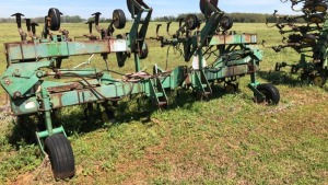 John Deere 8-Row Fold Out Cultivator