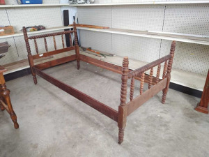 VINTAGE WOODEN TWIN SIZE BED