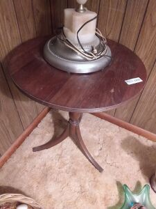 Vintage Round Lamp Table (lamp not included)