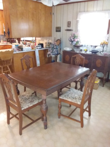 Dining Room Table With (6) Chairs