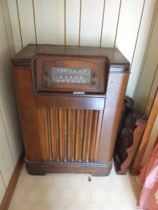 Vintage Tall Wood Console Radio