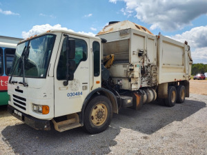 2005 Sterling Condor Garbage Truck VIN#: 49HHBVDL45RV05801***HAULED IN
