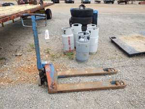 Pallet Jack ***DOES NOT LIFT, NEEDS REPAIR