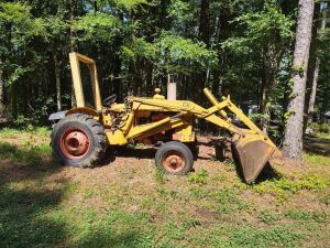 Construction King 580 Case Tractor; 505 hours showing; working condition unknown (Buyer needs to bring diesel fuel)