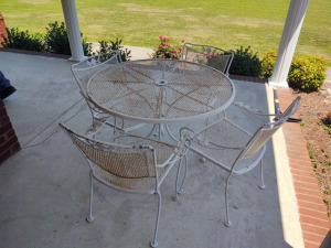 Wrought Iron Patio Table With (4) Chairs