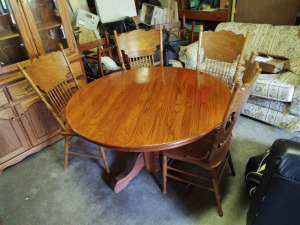 "Oak Round Dining Table & (4) Chairs, Matches Lot #820-China Cabinet):  48"" without leaves, 72"" with leaves; 29.5"" h"