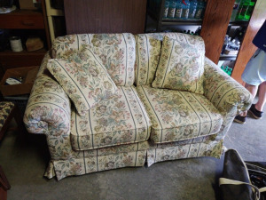 "Floral Upholstered Love Seat By Simmons:  63"" w x 36"" d x 33"" h"