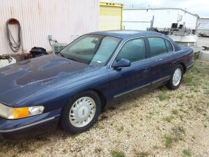 1995 Ford Lincoln Continental, miles unknown; VIN 1LNLM97V2SY704711; DELAYED TITLE; no key