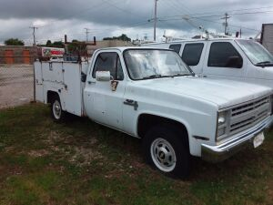 1986 Chevy Custom DeLuxe 20 With Utility Trailer; 77,182 miles; VIN 1GBGC24MXGS164101; no key, no battery - ignition turns without key