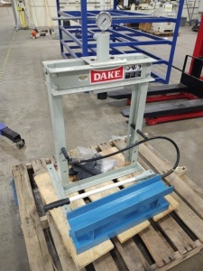Dake 10,000 PSI Manual Hydraulic Pump