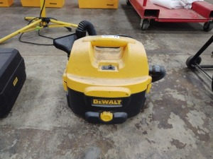 DeWalt Heavy Duty 2-Gallon Wet/Dry Vacuum