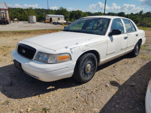 2004 FORD CROWN VICTORIA; VIN# 2FAFP71WX4X141317; 216,542 MILES; RUNS & DRIVES