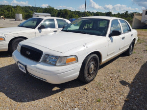 2005 FORD CROWN VICTORIA; VIN# 2FAFP71W55X149360; 199,843 MILES; RUNS & DRIVES