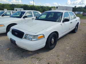 2008 FORD CROWN VICTORIA; VIN# 2FAFP71V98X144934; 208,325 MILES; RUNS & DRIVES