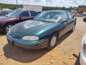2001 CHEVROLET LUMINA; VIN# 2G1WL52J111193083; 184,526 MILES; RUNS & DRIVES