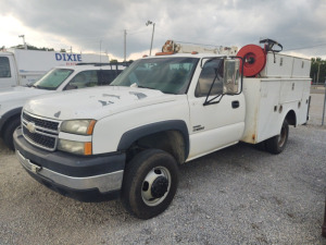 2007 Chevrolet 3500 Service Truck WITH  Auto Crane; VIN #: 1GBJC34D27E169223; RUNS & DRIVES