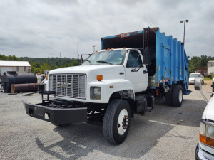 2000 GMC C75 REAR LOADER GARBAGE TRUCK (18 YD); VIN #1GDP7H1C7YJ515824; 3126 CAT MOTOR; DRIVEN TO AUCTION YARD, 95,889 MILES