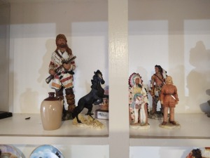 Frontiersman Figure, Native American Figurines & Various Western Themed Décor