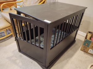 "End table/dog crate/bed; 36""x23.5""x29"""