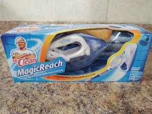 Mr. Clean match reach with detachable pole; extends 4 ft