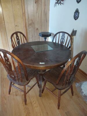 Vintage Round Breakfast Table With (4) Chairs