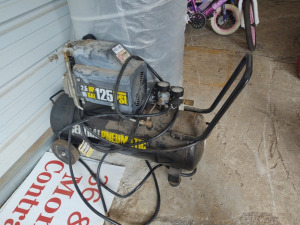 10-Gallon Air Compressor (missing wheel)