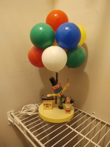 "VINTAGE BALLOON VENDER CLOWN LAMP (18"")"