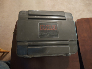 VINTAGE RCA CAMCORDER (FOAM PADDING IN HARD CASE HAS DISINTEGRATED)