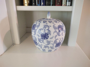 "9"" BLUE & WHITE PORCELAIN POT WITH LID"