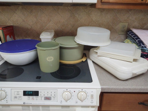 ASSORTMENT OF TUPPERWARE