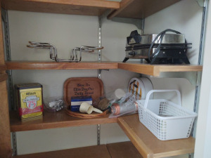 CONTENTS OF KITCHEN PANTRY