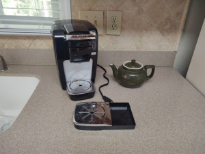 KEURIG COFFEE MAKER WITH SMALL TEA POT