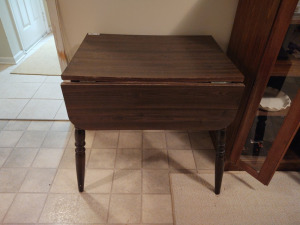 "VINTAGE DROP LEAF TABLE (42"" X 30"" X 30"")"