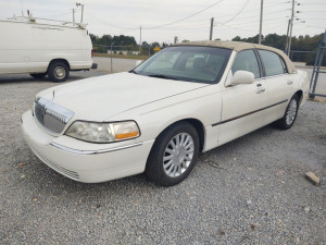 2005 Lincoln Town Car (REBUILT TITLE); VIN#  1LNHM82W75Y606620; *Air suspension light is on, but has been switched over to a spring suspension.