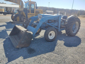 4000 FORD TRACTOR WITH  LOADER