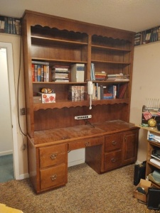 "2-Piece Wooden Desk With Bookshelf Hutch (76"" x 21 3/4"" x 8')"