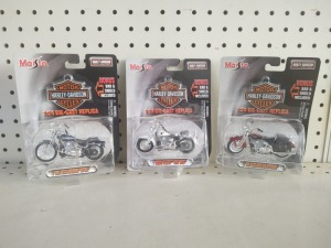 Maisto Harley-Davidson 1:24 Die-Cast Models:  2001 FLSTS Heritage Springer, 2000 FLSTF Fat Boy, 2001 FXSTS Springer Softail, NIB